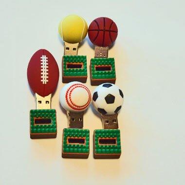 サッカーボールUSBメモリ(文字なし) 芝の上 1個【画像4】
