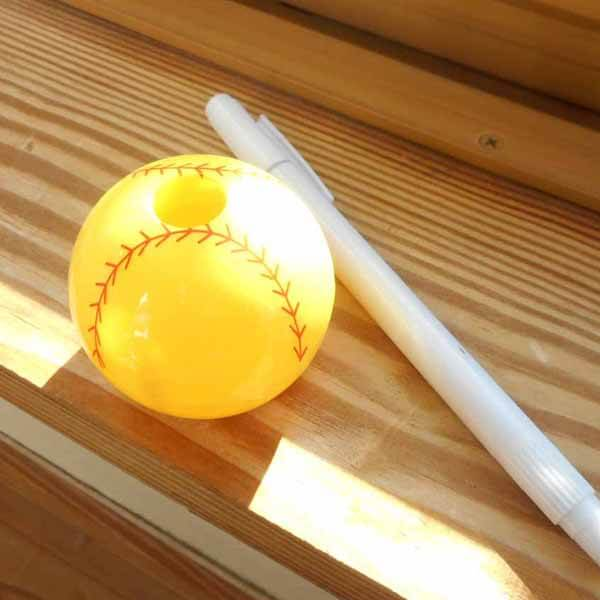 野球ボール型の可愛い双眼鏡