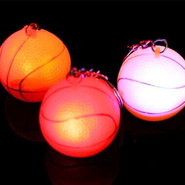 イルミネーションのように点灯するバスケットボールキーホルダー 1個