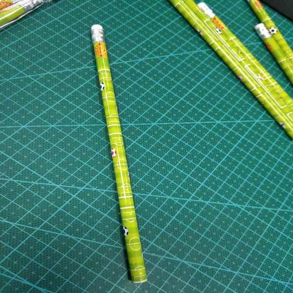 セットがお得 サッカーコート柄のオリジナル鉛筆 単価48円〜【画像8】