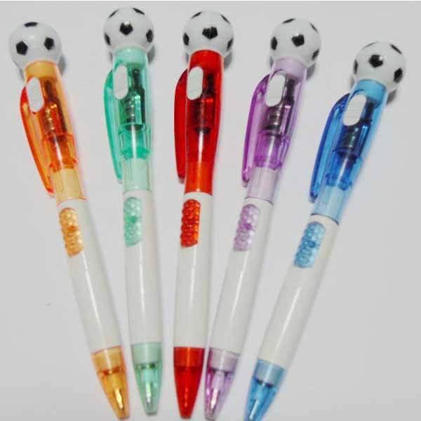 サッカーボール付き ライトボールペン (ランダム1本)