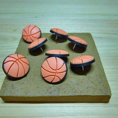 バスケットボール型 画鋲 8個セット(画鋲刺し板付き)【画像3】