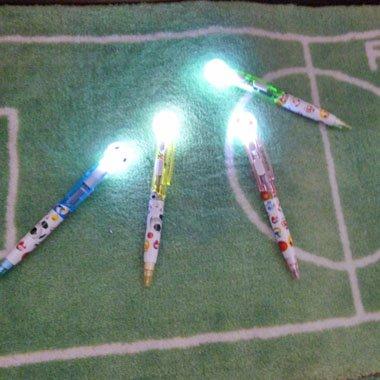 かわいい柄入り サッカーボール付き ライトボールペン (光るペン) 1本【画像2】