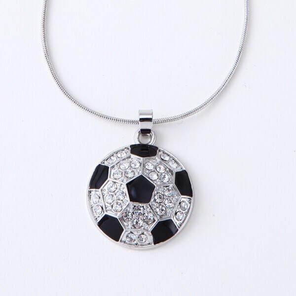 キラキラ輝く サッカーボールネックレス