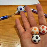 サッカー人気アイテム 大量入荷でお買い得価格 サッカーボール型消しゴム 1個
