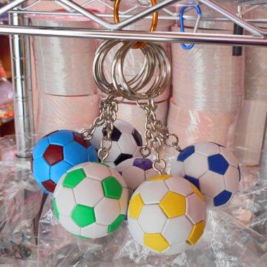 カラフルサッカーボールのキーホルダー 1個
