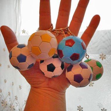 カラフルサッカーボールのキーホルダー 1個【画像3】