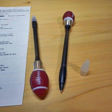 叩くと点滅する HITイルミネーションボールペン アメフトボール カラーランダム1本