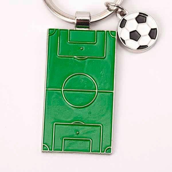 サッカーボールとサッカーコートのダブルキーホルダー【画像2】