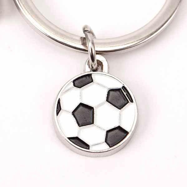 サッカーボールとサッカーコートのダブルキーホルダー【画像3】