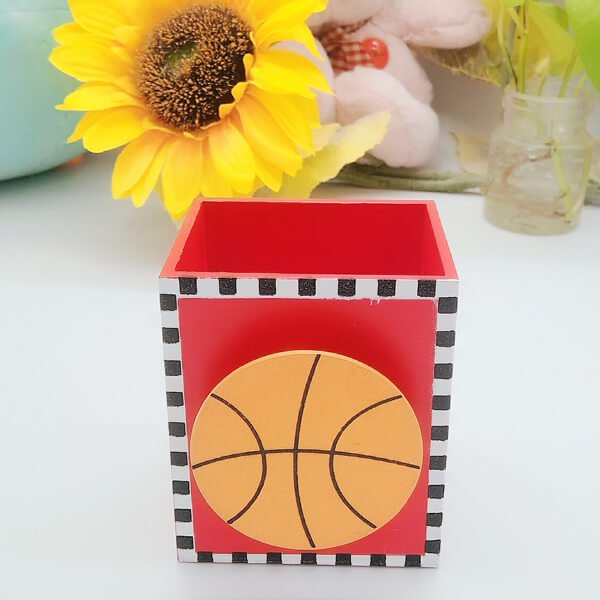 机上で便利 バスケットボール付き木製文具入れ