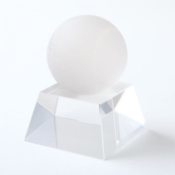 クリスタル野球ボール 直径50ミリ 台座付き【画像3】