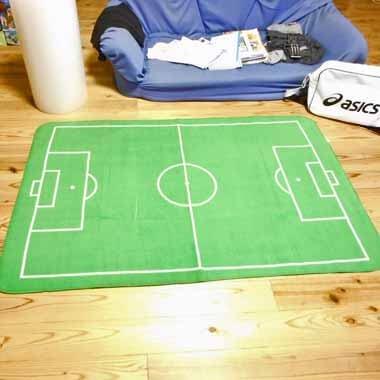 サッカーコートの大きなルームマット【画像4】