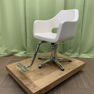 <img class='new_mark_img1' src='https://img.shop-pro.jp/img/new/icons5.gif' style='border:none;display:inline;margin:0px;padding:0px;width:auto;' />【中古】 海外製 セット椅子 ホワイト