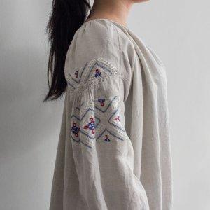 [VINTAGE & ANTIQUE] レディース 10's~ ヴィンテージ ウクライナワンピース ホワイトxブルーxレッド 刺繍