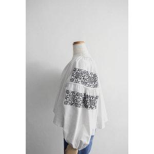 [VINTAGE & ANTIQUE] レディース 50's前後 ヴィンテージ ショート丈リメイド ウクライナブラウス 刺繍 ホワイトxブラック