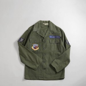 <img class='new_mark_img1' src='https://img.shop-pro.jp/img/new/icons5.gif' style='border:none;display:inline;margin:0px;padding:0px;width:auto;' />[レディース] 1960's ヴィンテージ ミリタリーシャツ U.S.A.F. オーバーサイズ 5160-5