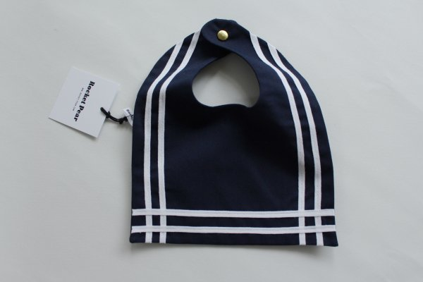 <img class='new_mark_img1' src='//img.shop-pro.jp/img/new/icons55.gif' style='border:none;display:inline;margin:0px;padding:0px;width:auto;' />Rocket Pear Navy Blue Sailor Bib With Ribbon