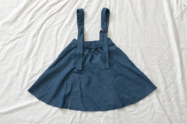 <img class='new_mark_img1' src='//img.shop-pro.jp/img/new/icons16.gif' style='border:none;display:inline;margin:0px;padding:0px;width:auto;' />40%off 18ss Rocket pear denim skirt with straps