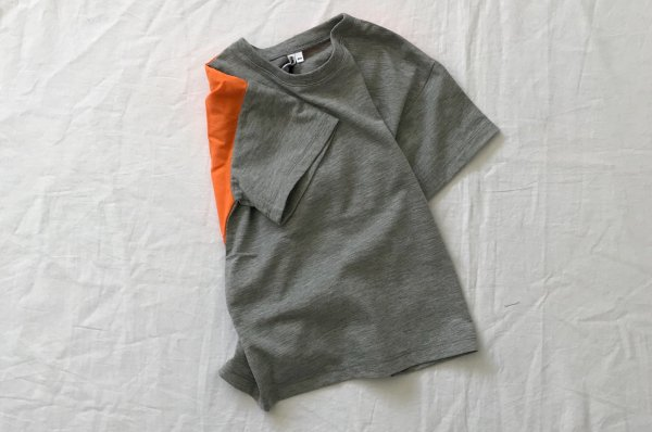 <img class='new_mark_img1' src='//img.shop-pro.jp/img/new/icons14.gif' style='border:none;display:inline;margin:0px;padding:0px;width:auto;' />18ss Rocket pear T-shirt with yoke dark grey