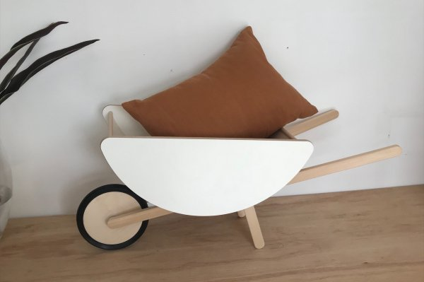 <img class='new_mark_img1' src='https://img.shop-pro.jp/img/new/icons34.gif' style='border:none;display:inline;margin:0px;padding:0px;width:auto;' />50%off ooh noo  TOY WHEELBARROW