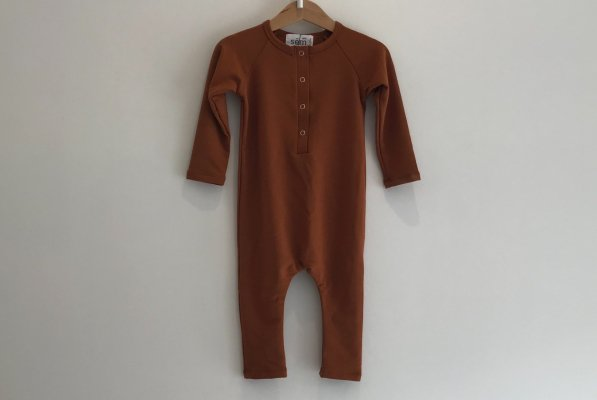 <img class='new_mark_img1' src='//img.shop-pro.jp/img/new/icons14.gif' style='border:none;display:inline;margin:0px;padding:0px;width:auto;' />18aw sem label RAGLAN LONG SLEEVE ROMPER - RUST