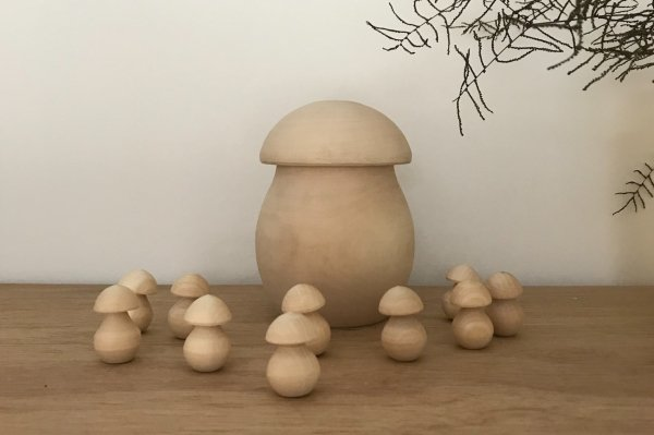 <img class='new_mark_img1' src='//img.shop-pro.jp/img/new/icons14.gif' style='border:none;display:inline;margin:0px;padding:0px;width:auto;' />HANDCRAFTED WOODEN MUSHROOMS