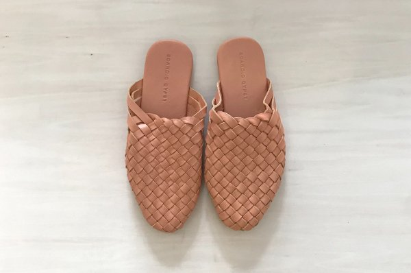 <img class='new_mark_img1' src='https://img.shop-pro.jp/img/new/icons14.gif' style='border:none;display:inline;margin:0px;padding:0px;width:auto;' />Scandic Gypsy Woven Mule - Nudie