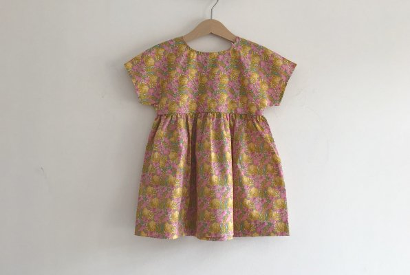 <img class='new_mark_img1' src='//img.shop-pro.jp/img/new/icons14.gif' style='border:none;display:inline;margin:0px;padding:0px;width:auto;' />PETITS VILAINS  Marie Everyday Dress - Clementina Gold