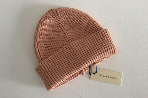 <img class='new_mark_img1' src='//img.shop-pro.jp/img/new/icons14.gif' style='border:none;display:inline;margin:0px;padding:0px;width:auto;' />summer&storm Petite Beanie / Coral