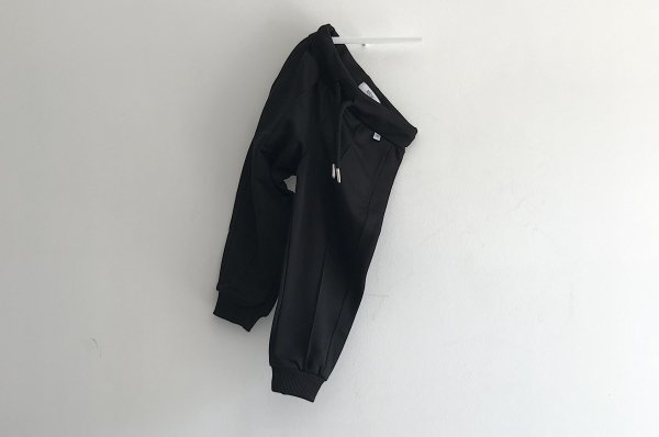<img class='new_mark_img1' src='//img.shop-pro.jp/img/new/icons14.gif' style='border:none;display:inline;margin:0px;padding:0px;width:auto;' />19aw REPOSE.AMS track pants thunder black