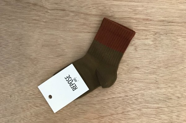 <img class='new_mark_img1' src='//img.shop-pro.jp/img/new/icons14.gif' style='border:none;display:inline;margin:0px;padding:0px;width:auto;' />19aw REPOSE.AMS socks-dark olive with hazel