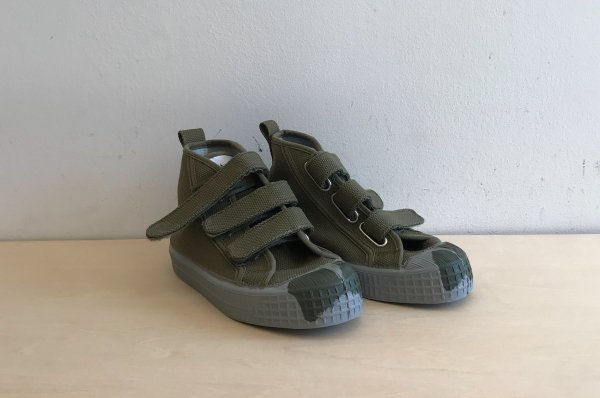 <img class='new_mark_img1' src='//img.shop-pro.jp/img/new/icons14.gif' style='border:none;display:inline;margin:0px;padding:0px;width:auto;' />NOVESTA KIDS STAR DRIBBLE  VELCRO MILITARY/GREY