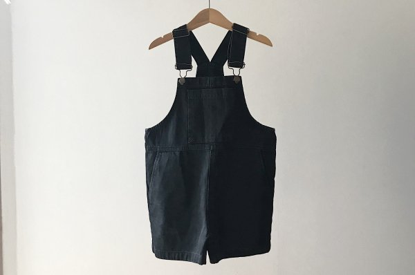 <img class='new_mark_img1' src='//img.shop-pro.jp/img/new/icons14.gif' style='border:none;display:inline;margin:0px;padding:0px;width:auto;' />20ss main story Short Dungaree Washed Black Denim