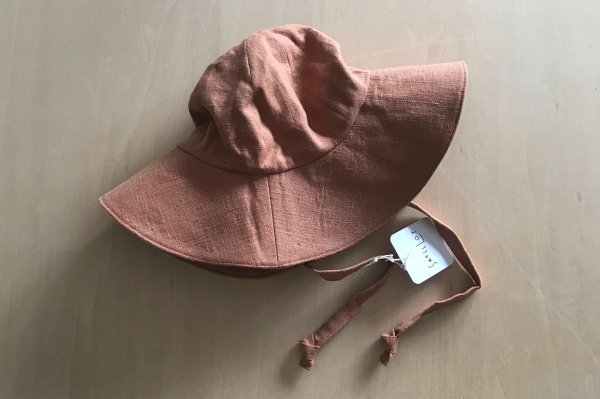 <img class='new_mark_img1' src='https://img.shop-pro.jp/img/new/icons14.gif' style='border:none;display:inline;margin:0px;padding:0px;width:auto;' />Small Lot  LINEN SUN HAT | CLAY