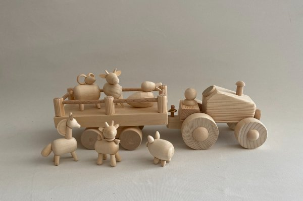 <img class='new_mark_img1' src='https://img.shop-pro.jp/img/new/icons14.gif' style='border:none;display:inline;margin:0px;padding:0px;width:auto;' />HANDCRAFTED WOODEN FARM TRACTOR