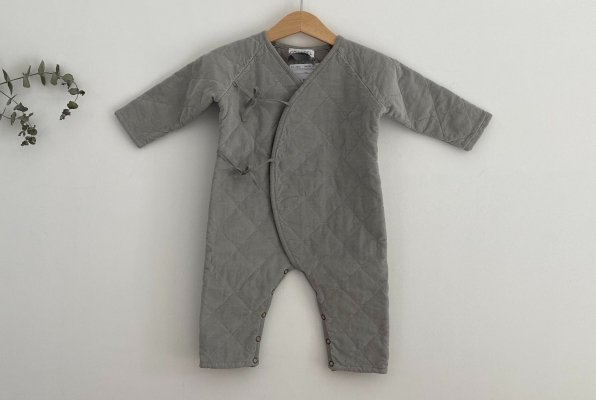 <img class='new_mark_img1' src='https://img.shop-pro.jp/img/new/icons14.gif' style='border:none;display:inline;margin:0px;padding:0px;width:auto;' />CO LABEL EDDIE - BABYSUIT CORDUROY  GHOST GRAY