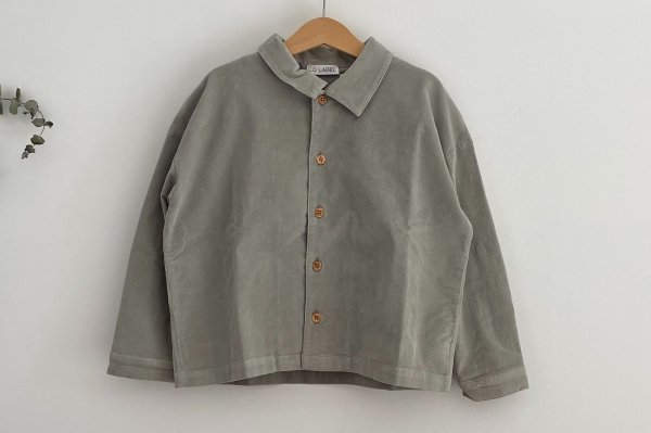 <img class='new_mark_img1' src='https://img.shop-pro.jp/img/new/icons14.gif' style='border:none;display:inline;margin:0px;padding:0px;width:auto;' />CO LABEL BOXY SHIRT NOAM  CORDUROY   GHOST GRAY