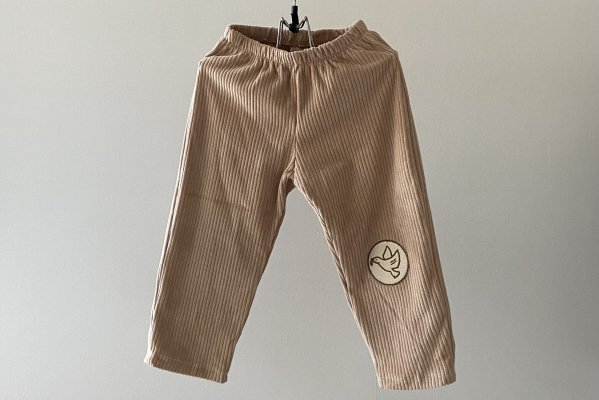 <img class='new_mark_img1' src='https://img.shop-pro.jp/img/new/icons16.gif' style='border:none;display:inline;margin:0px;padding:0px;width:auto;' /> 40%off Like lou  Cropped Corduroy Pants / Beige Dove Patch
