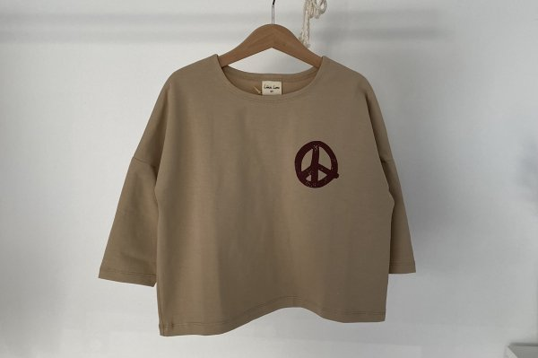 <img class='new_mark_img1' src='https://img.shop-pro.jp/img/new/icons16.gif' style='border:none;display:inline;margin:0px;padding:0px;width:auto;' />40%off  Like lou Longsleeve Tee / Beige Peace Print 4Y