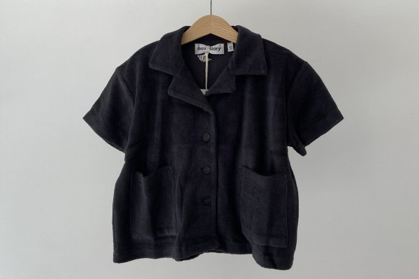 <img class='new_mark_img1' src='https://img.shop-pro.jp/img/new/icons14.gif' style='border:none;display:inline;margin:0px;padding:0px;width:auto;' />21SS Main Story  Boxy Poket Shirt / Phantom