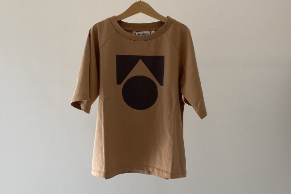 <img class='new_mark_img1' src='https://img.shop-pro.jp/img/new/icons14.gif' style='border:none;display:inline;margin:0px;padding:0px;width:auto;' />Exclusively Raglan Oversized Tee / Camel Logo