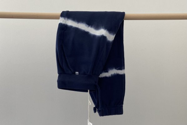 <img class='new_mark_img1' src='https://img.shop-pro.jp/img/new/icons14.gif' style='border:none;display:inline;margin:0px;padding:0px;width:auto;' />21AW Sweatpants dark night blue tie dye