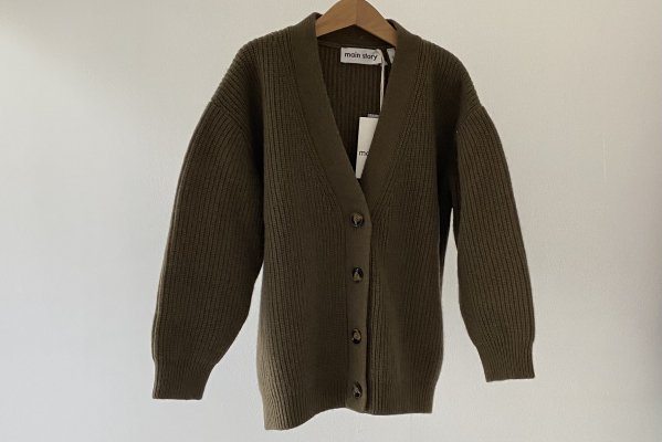 <img class='new_mark_img1' src='https://img.shop-pro.jp/img/new/icons14.gif' style='border:none;display:inline;margin:0px;padding:0px;width:auto;' />21AW Main Story Oversized Cardigan - Olive