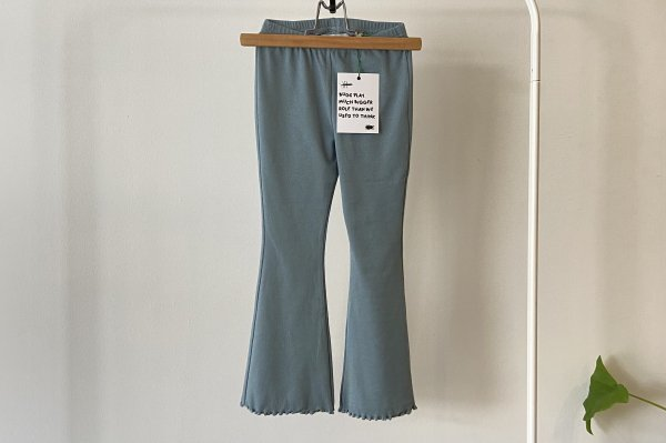 <img class='new_mark_img1' src='https://img.shop-pro.jp/img/new/icons14.gif' style='border:none;display:inline;margin:0px;padding:0px;width:auto;' />21AW afyny Blue Flared Leggings