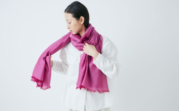 enrica cottonsilk scarf elderberry pink / botanical dye