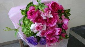 真っ赤なバラの花束
