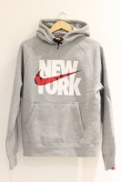 NIKE -NEW YORK LOGO HOODIE(GRAY)<img class='new_mark_img2' src='//img.shop-pro.jp/img/new/icons5.gif' style='border:none;display:inline;margin:0px;padding:0px;width:auto;' />
