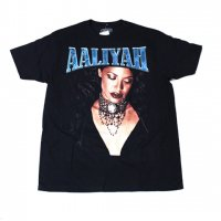 AALIYAH-AALIYAH S/S T-SHIRT(BLACK)<img class='new_mark_img2' src='https://img.shop-pro.jp/img/new/icons5.gif' style='border:none;display:inline;margin:0px;padding:0px;width:auto;' />