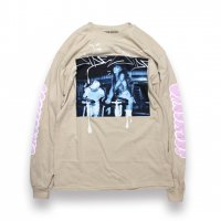 ARIANA GRANDE-DANGEROUS WOMEN TOUR L/S T-SHIRT(BEIGE)<img class='new_mark_img2' src='//img.shop-pro.jp/img/new/icons5.gif' style='border:none;display:inline;margin:0px;padding:0px;width:auto;' />